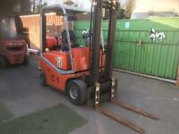 Toyota tray zap year 2007 2 tone gas forklift with side shift excellent condition