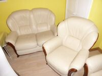 CREAM LEATHER 2 SEATER SOFA AND 2 ARMCHAIRS