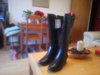 New in box wide calf boots Dr Scholl black