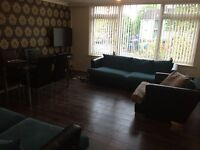Room to share in 2 Bed Apartment in city center (Fiveways)