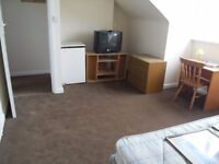 DOUBLE Room to Let on Holdenhurst Road very close to Asda and Town Centre