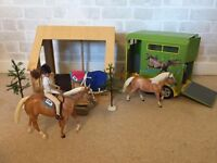 Breyer horse collection and accessories including horse box and run-in barn- very good condition