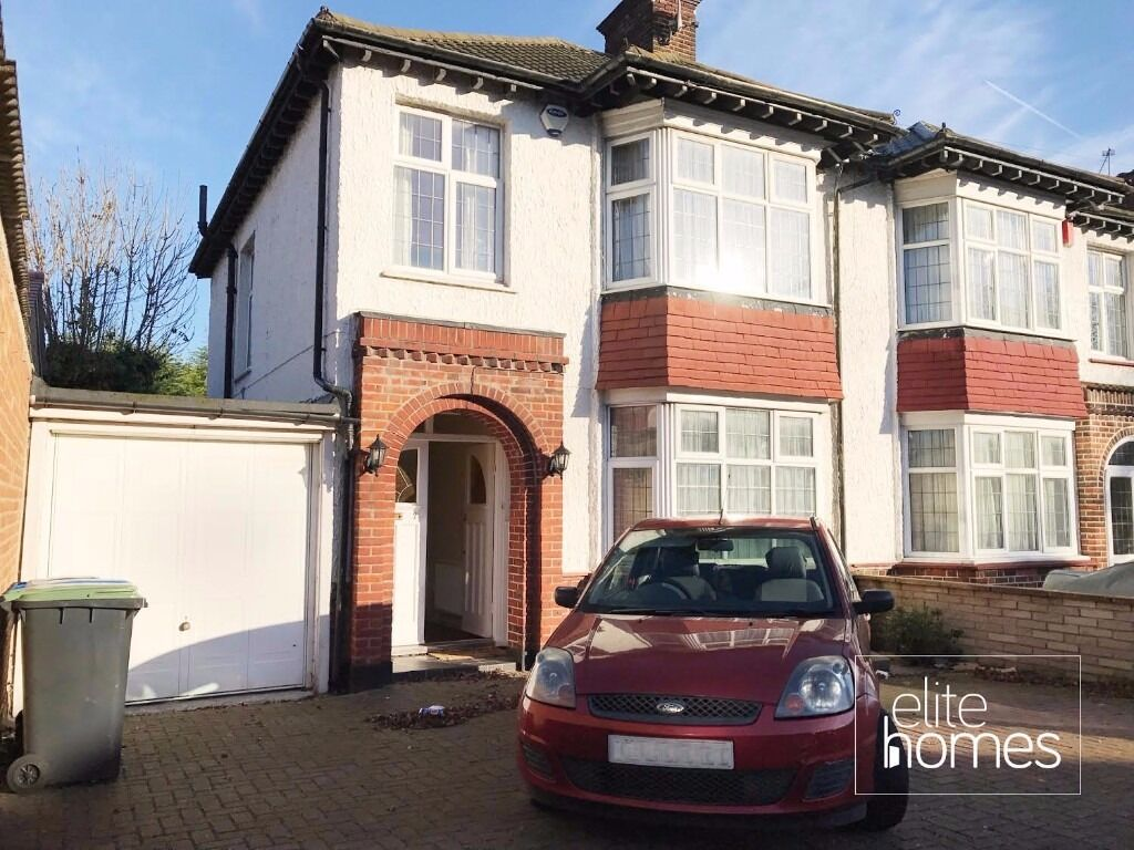 Large 3 Bedroom House In Palmers Green, N13, Large Garden and Driveway, Bounds Green Underground