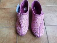 Unused slippers size 7 ladies velcro Rose pink floral