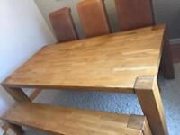 Beautiful solid oak dinning table and chairs