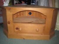 GOOD QUALITY SOLID PINE CORNER UNIT FOR TV / VIDEO / DVD WITH DRAWER