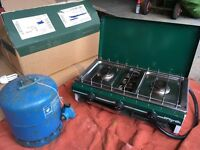 Camping stove and gas cylinder