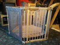 Large Free standing Lindam Playpen & High Chair