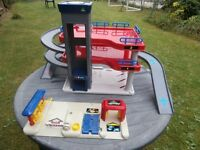 Early Learning Centre Toy Garage with carwash