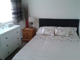 Double room available to rent Monday to Friday in Alwoodley, Leeds. £250 per month incl all bills.