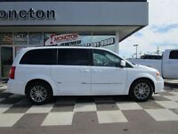 2014 Chrysler Town & Country Touring-L Stow-N-Go Back-up Cam