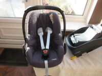 Maxi Cosi Pebble baby (from newborn) car seat and isofix familyfix base
