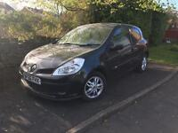 Renault Clio 1.2 sunroof & parking sensors