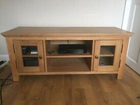 SOLID OAK VENEER GLAZED TV UNIT EXCELLENT CONDITION FREE LOCAL DELIVERY AVAILABLE 07486933766