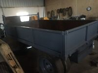 2 tipping trailers