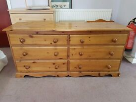 Excellent quality and condition pine chest of 6 drawers
