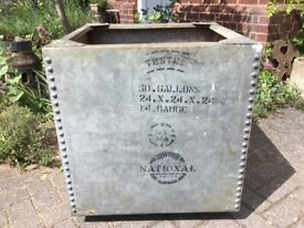 VINTAGE GALVANISED RIVETED WATER TANK - PLANTER, TUB, POT, LARGE CUBE 62x62x62cm 50 GALLON