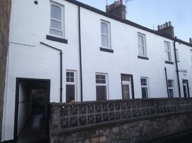 11 Curate Wynd, Kinross KY13 8DX. Fully furnished 1st floor 2 dbl bedroom flat to rent