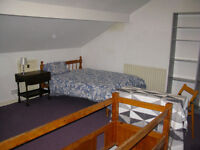 Spacious clean studio flat Whingate Armley LS12 fully furnished £125 all bills + internet included
