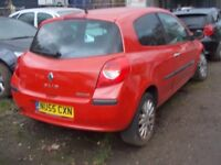 Renault clio 2006 BREAKING FOR SPARES PARTS