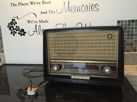 Antique radio working