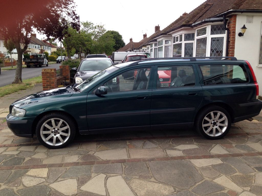 volvo v70 t5 estate 2 3 turbo automatic petrol in epsom surrey gumtree. Black Bedroom Furniture Sets. Home Design Ideas