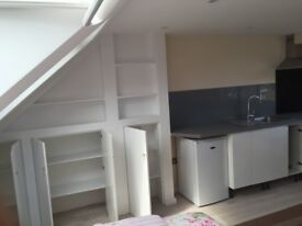 Studio, New kitchen new bathroom. Four minutes walk to trains buses, shopping centre . Bills inc