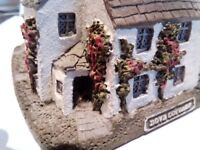 Assortment of Lilliput lane & David Winter cottages becoming very collectable, some valued over £100