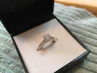 Beautiful size M New 925 Sterling Silver Engagement Ring