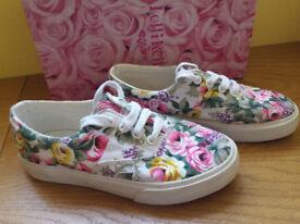 Girls canvas shoes size eur 33