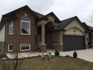 LG HOME 5 BD 3 BTH IN STH WINDSOR W/MOTHER IN LAW SUITE $2300+++