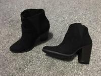 Black boots size 3