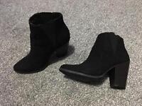 Black boots size 3