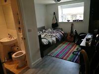 Modern en suite-room in shared flat