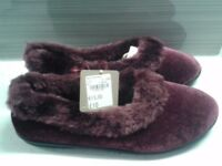 Women's slippers - tag still on