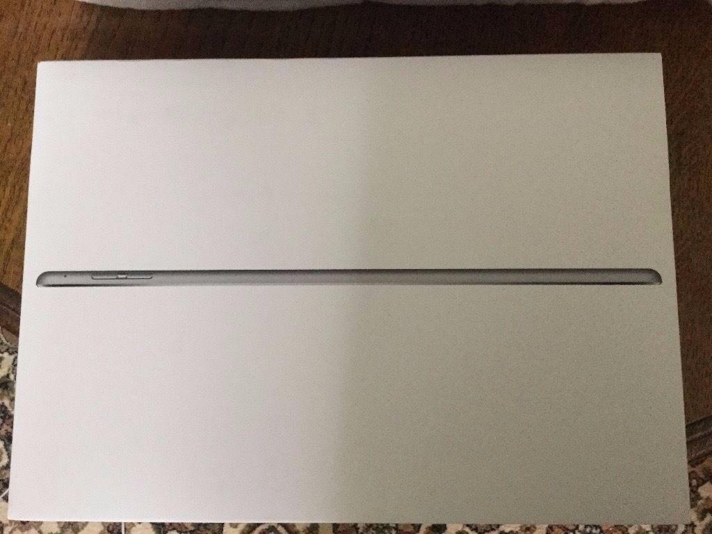Silver iPad Air 2 64 GB box(no ipad inside) only £10
