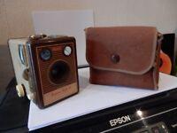 VINTAGE Camera Brownie Flash 4