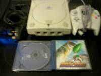 SEGA DREAMCAST WITH ALL WIRES 1 CONTROLLER AND 1 GAME