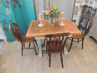 Lovely shabby chic solid oak extandable dining table with four chairs