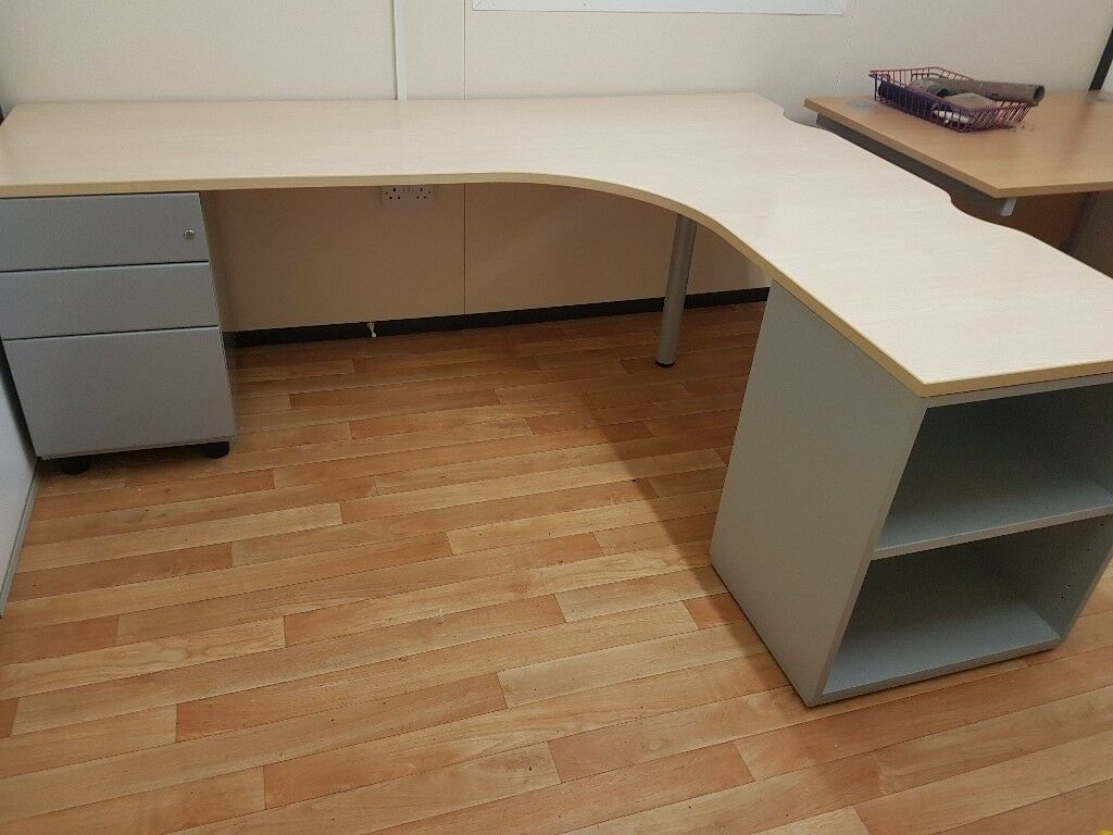 Maple Corner Desk With Integrated Drawers Amd Shelves Top Spec