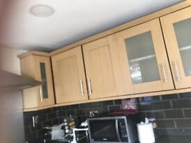 oak style Shaker kitchen wall and base units