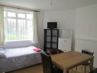 Holiday / Short Term / Highbury & Islington / Bright 3 bedroom flat