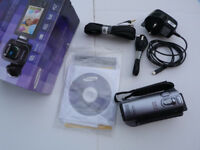 Samsung SMX-F40SP Camcorder Silver with accessories