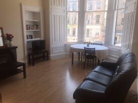 Spacious 2 bedroom flat in Elm Row EH7, Edinburgh