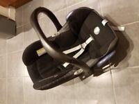 Maxi Cosi Cabriofix car seat and Isofix family fix base