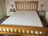 Gorgeous solid Oak King Size bed frame in very good condition