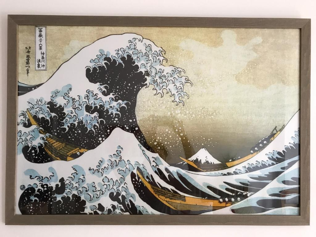 Beautiful reproduction of Hokusai's wave in wood mark!