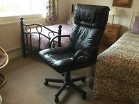 Desk chair in very good condition, adjustable height