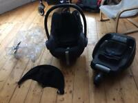 Maxi cosi and base, foot muff and accessories
