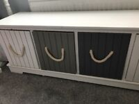 Lovely storage bench with drawers